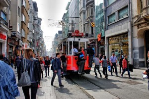 HDR Straßenbahn hinten