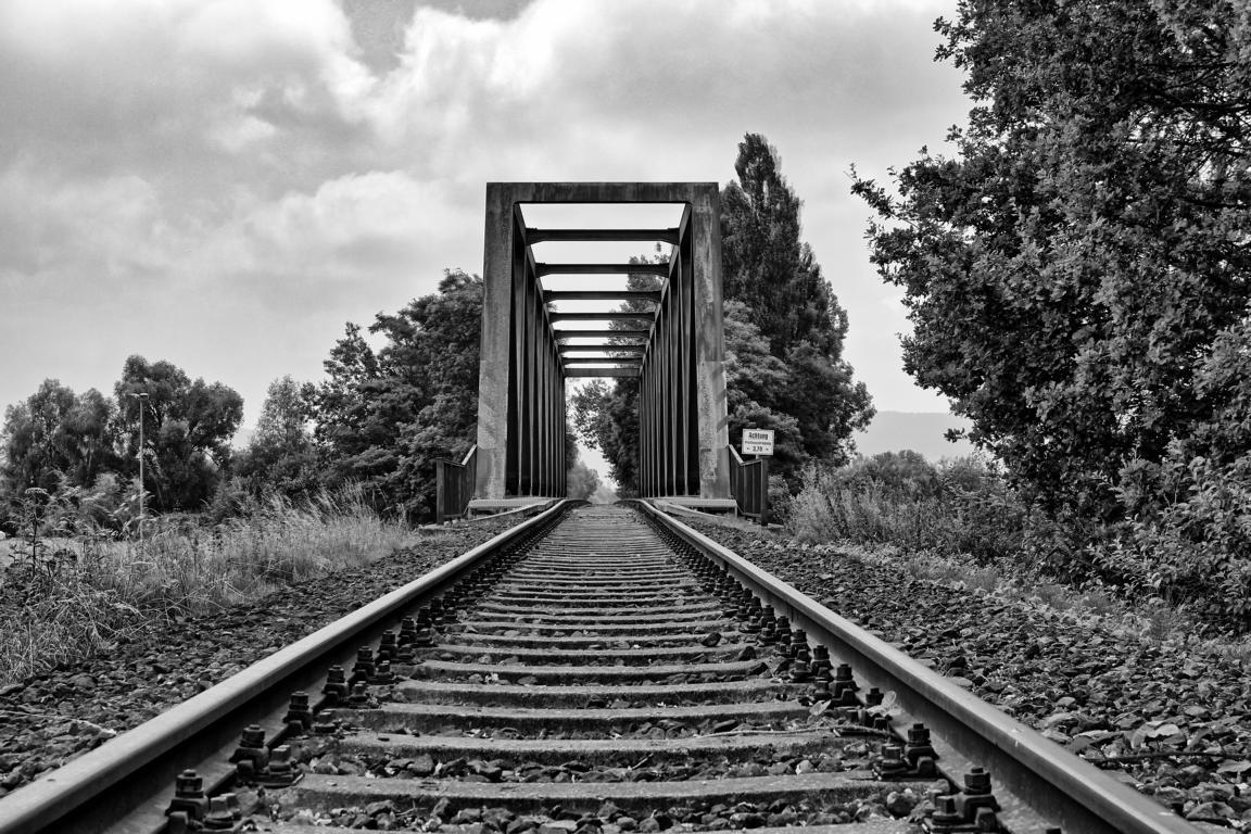 Bahnbrücke weit sw HDR